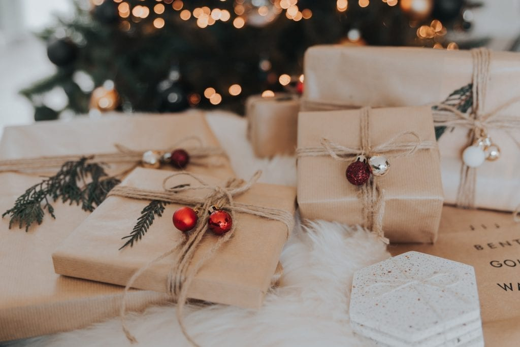 eco friendly gift wrapping using brown paper